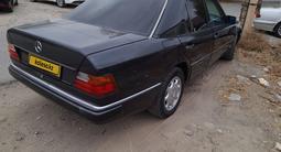 Mercedes-Benz E 200 1991 года за 1 750 000 тг. в Атырау – фото 2