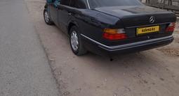 Mercedes-Benz E 200 1991 года за 1 750 000 тг. в Атырау – фото 4