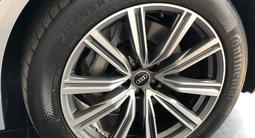 Audi Q8 55 TFSI Quattro 2020 года за 42 550 000 тг. в Алматы – фото 4