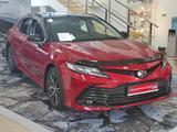 Toyota Camry 2021 года за 16 604 350 тг. в Уральск