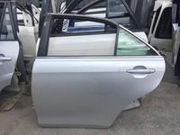 Дверь задняя левая на Toyota camry40 за 111 тг. в Алматы
