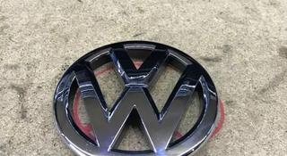 Значок решетки радиатора VW Polo 09-14 гг дорестайлинг за 888 тг. в Караганда