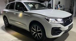 Volkswagen Touareg Комплектация Business Elegance 2021 года за 29 827 000 тг. в Тараз