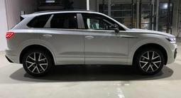 Volkswagen Touareg Комплектация Business Elegance 2021 года за 29 827 000 тг. в Тараз – фото 4
