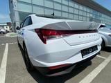 Hyundai Elantra 2021 года за 8 200 000 тг. в Шымкент – фото 2