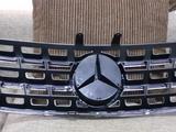 Решётка радиатора на Mercedes ML w164 Black за 80 000 тг. в Нур-Султан (Астана) – фото 2