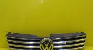 Решетка радиатора VW Touareg 2 NF (10-14) за 27 000 тг. в Нур-Султан (Астана)