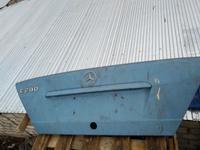 Крышка багажника на Мерседес 180 за 15 000 тг. в Уральск