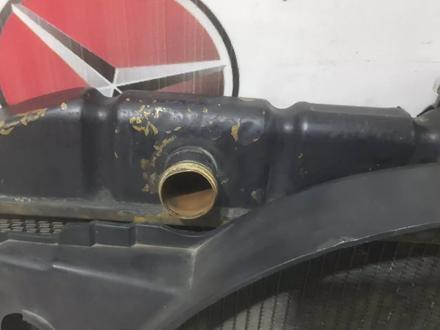 Радиатор охлаждения двигателя на Mercedes w116 2.8 за 134 256 тг. в Владивосток – фото 3