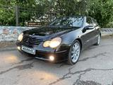 Mercedes-Benz C 200 2002 года за 2 000 000 тг. в Петропавловск