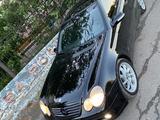 Mercedes-Benz C 200 2002 года за 2 000 000 тг. в Петропавловск – фото 3