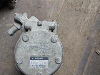 Компрессор кондиционера. Toyota ipsum.2wd за 25 000 тг. в Алматы