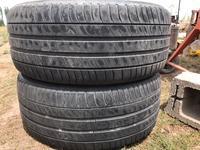 Две пары шин состояние среднее можно и комплектом 235-45-18 за 55 000 тг. в Алматы