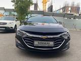 Chevrolet Malibu 2020 года за 11 500 000 тг. в Алматы – фото 2