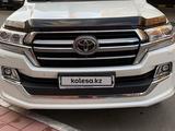 Toyota Land Cruiser 2018 года за 32 000 000 тг. в Караганда