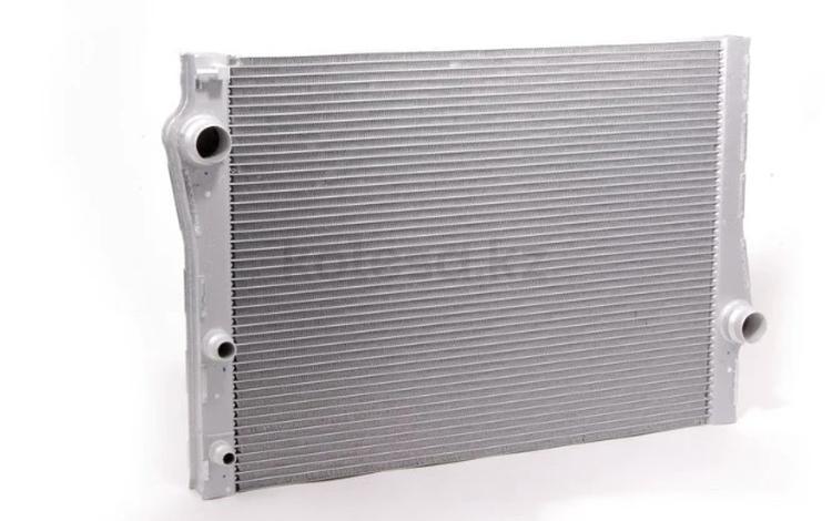 Радиатор охлаждения на БМВ Х6'Е71 за 3 841 тг. в Алматы