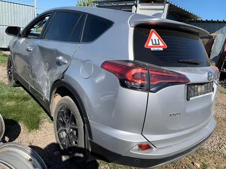 Toyota RAV 4 2017 года за 4 200 000 тг. в Актобе – фото 2