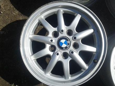 Оригинальные легкосплавные диски 27 стиль на BMW 3 (Германия R15 5 за 70 000 тг. в Нур-Султан (Астана) – фото 3