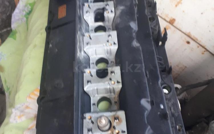 Клапанная крышка потходит на е39 х5 за 50 000 тг. в Караганда