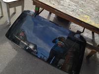 Стекло крышки багажника за 10 000 тг. в Алматы