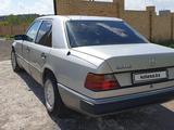 Mercedes-Benz E 260 1990 года за 1 350 000 тг. в Караганда – фото 2