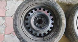 Комплект дисков на 15 с колпаками и резиной за 25 000 тг. в Алматы – фото 5