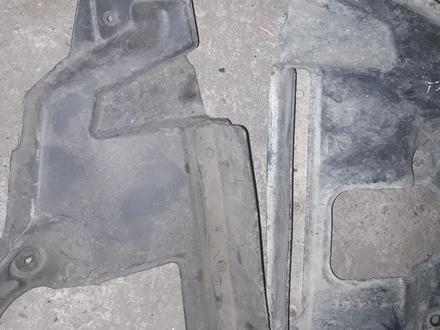 Защита боковая за передним бампером лк200 за 1 500 тг. в Алматы