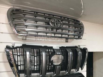 Решетка радиатора Toyota Land Cruiser 200 за 45 000 тг. в Костанай