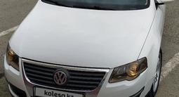 Volkswagen Passat 2005 года за 2 000 000 тг. в Атырау – фото 4