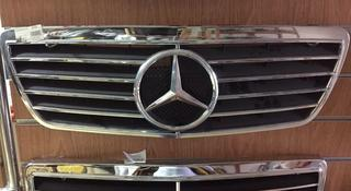 Решетка радиатора со знаком серый Mercedes w210 за 15 000 тг. в Нур-Султан (Астана)