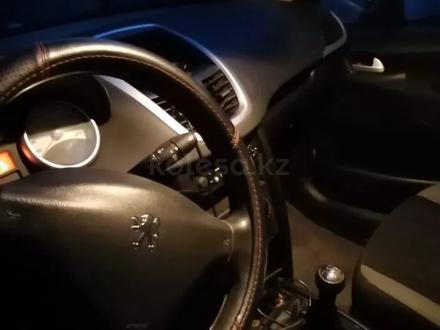Peugeot 207 2008 года за 1 800 000 тг. в Атырау – фото 4