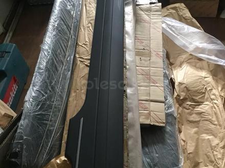 LX 470 Накладка на крышку богажника новая в оригенале за 1 111 тг. в Алматы