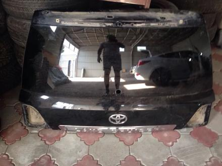 Крышка багажника тлк200, land cruiser 200 Оригинал со стеклом заводским за 100 000 тг. в Алматы – фото 2