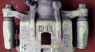 Суппорт тормозной задний правый на Mazda Milenia (1996-2004 год) v2.5… за 8 000 тг. в Караганда