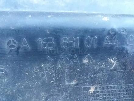Пластик под лобовое стекло жабо Mercedes ml320 w163 за 15 000 тг. в Семей – фото 2
