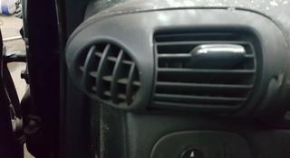 Воздухозаборники печки мерседес С-240 w203 за 5 000 тг. в Актобе
