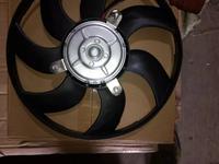 Вентилятор охлаждения радиатора справа Volkswagen Passat b6 (05-10) (295 mm за 18 000 тг. в Алматы