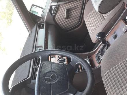 Mercedes-Benz E 220 1993 года за 1 250 000 тг. в Степногорск – фото 5