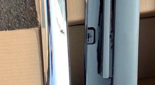 Молдинг правой задней двери от лексус lx570 2012 за 3 000 тг. в Алматы