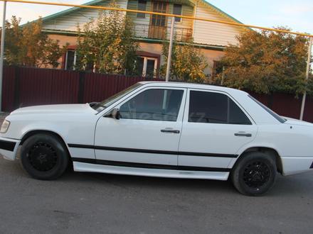 Mercedes-Benz E 200 1989 года за 1 400 000 тг. в Чунджа – фото 4