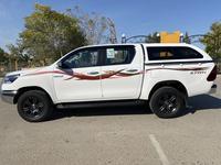 Toyota Hilux 2021 года за 19 350 000 тг. в Актау