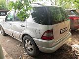 Mercedes-Benz ML 430 2001 года за 6 000 000 тг. в Алматы – фото 4