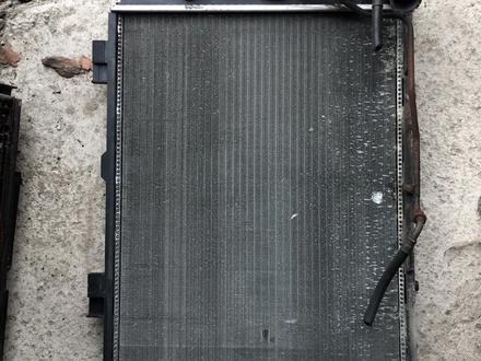 Радиатор мерседес w210 m104 m112 за 35 000 тг. в Алматы