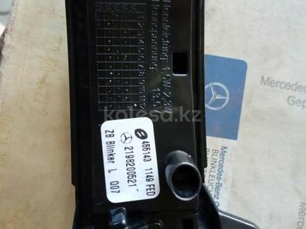 Повторитель поворота левого зеркала A2198200521 mercedes-benz за 15 000 тг. в Алматы – фото 2