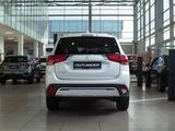 Mitsubishi Outlander Invite 4WD 2021 года за 14 290 000 тг. в Алматы – фото 4