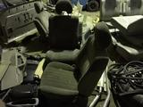 Delica задние фонари, торпеда, пер. панель, ремни, дуга защитная, сидения в Алматы – фото 2