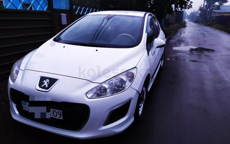 Peugeot 308 2012 года за 2 450 000 тг. в Караганда