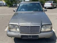 Mercedes-Benz E 200 1993 года за 1 100 000 тг. в Алматы