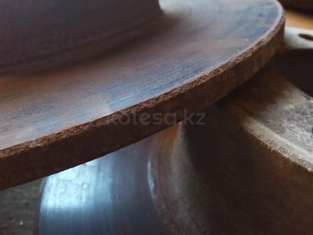 Тормозные диски bmw e34 за 5 000 тг. в Усть-Каменогорск – фото 2