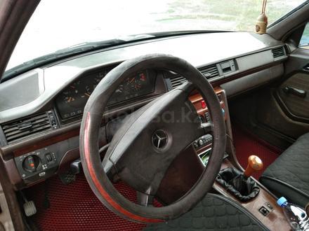 Mercedes-Benz E 200 1991 года за 1 350 000 тг. в Семей – фото 3